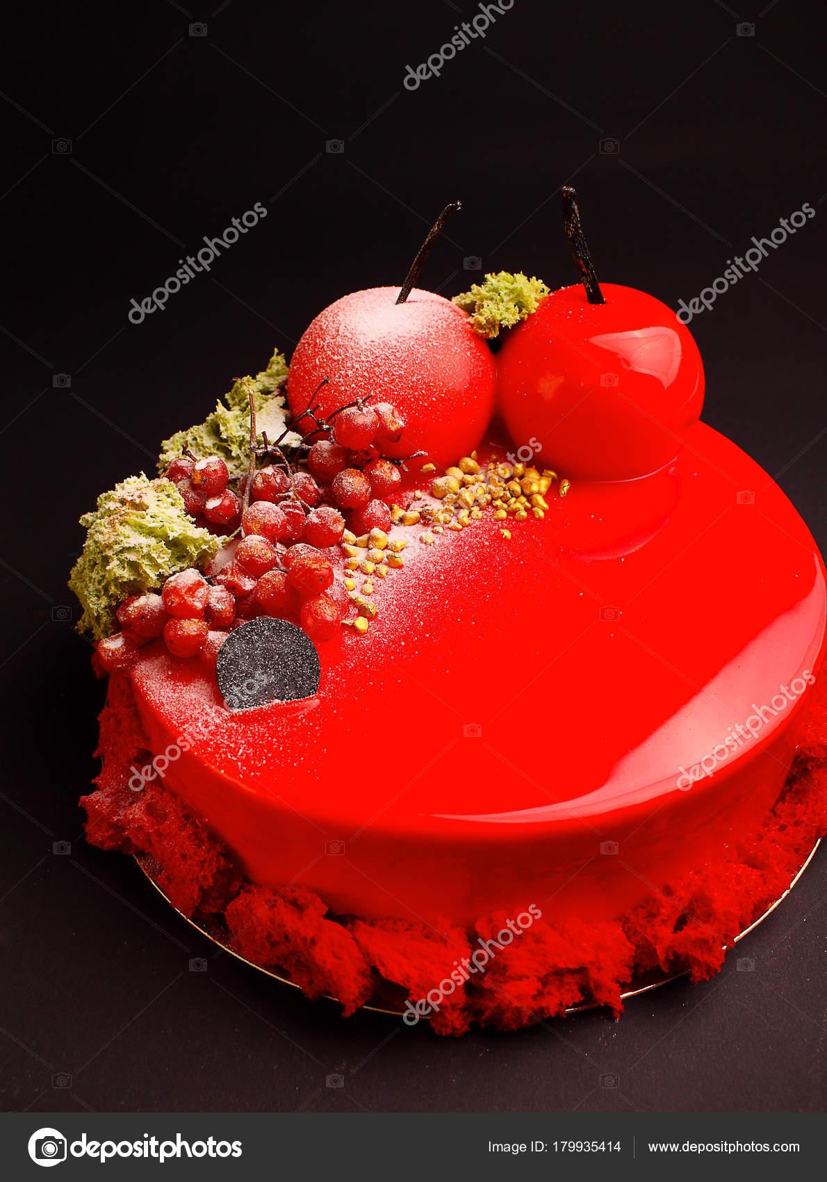Kuchen Mit Beeren Mousse Spiegel Rote Glasur Dekoriert Mit