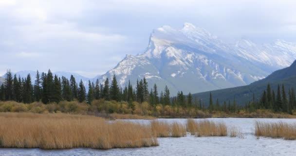 Vermillion Seen und Mount Rundle in der Nähe von Banff, Alberta 4k