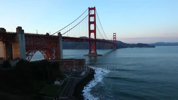 Timelapse z mostu Golden Gate v San Franciscu jako noc padá 4k