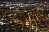 Eine Luftaufnahme von zwei Brücken in Lower Manhattan