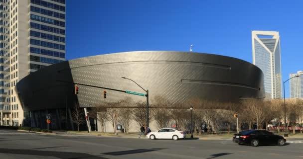 Charlotte, North Carolina, Amerikai Egyesült Államok - 2020. január 4.: Nascar Hall of Fame building in Charlotte, North Carolina 4k, 2020. január 4., Charlotte