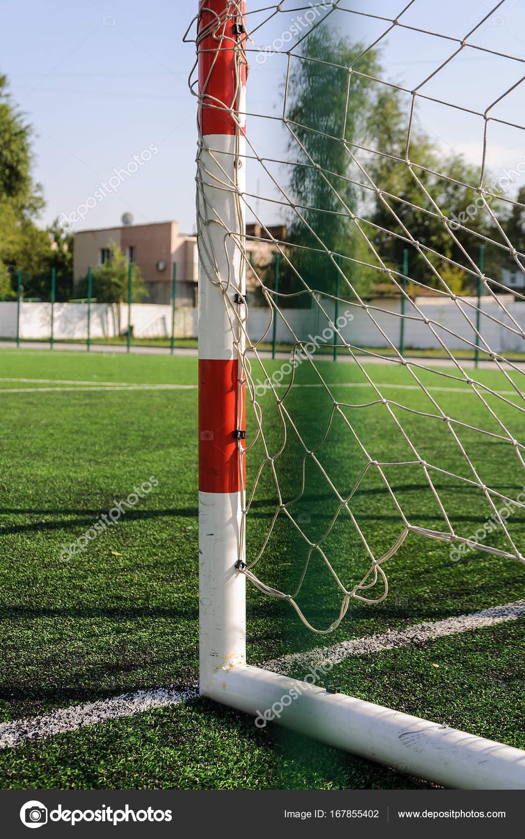 Tor für kleine Fußball oder Handball im kleinen Stadion. Detail der ...