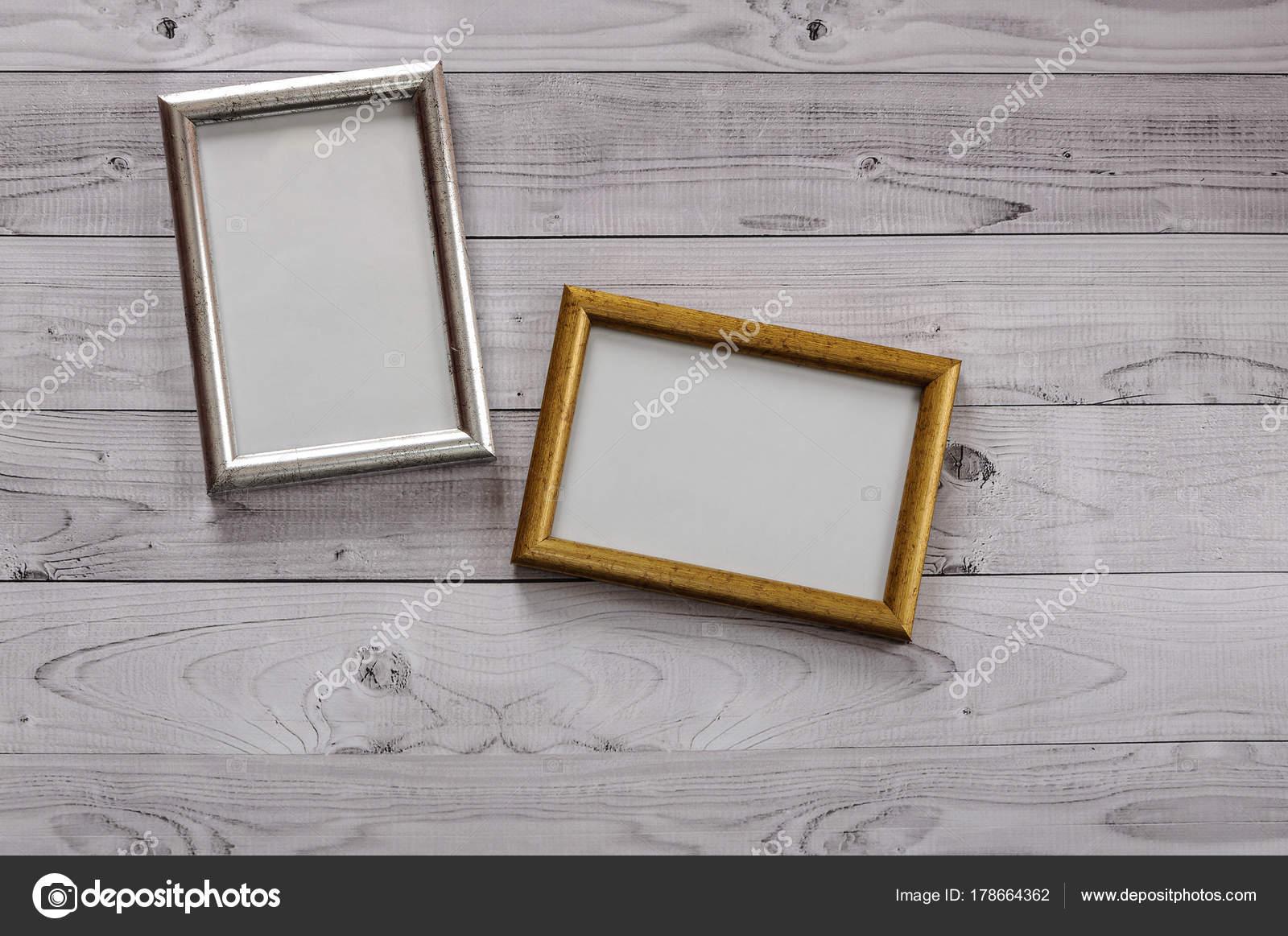 Zwei Rahmen für Fotos auf einem leichten, Vintage Holz Hintergrund ...