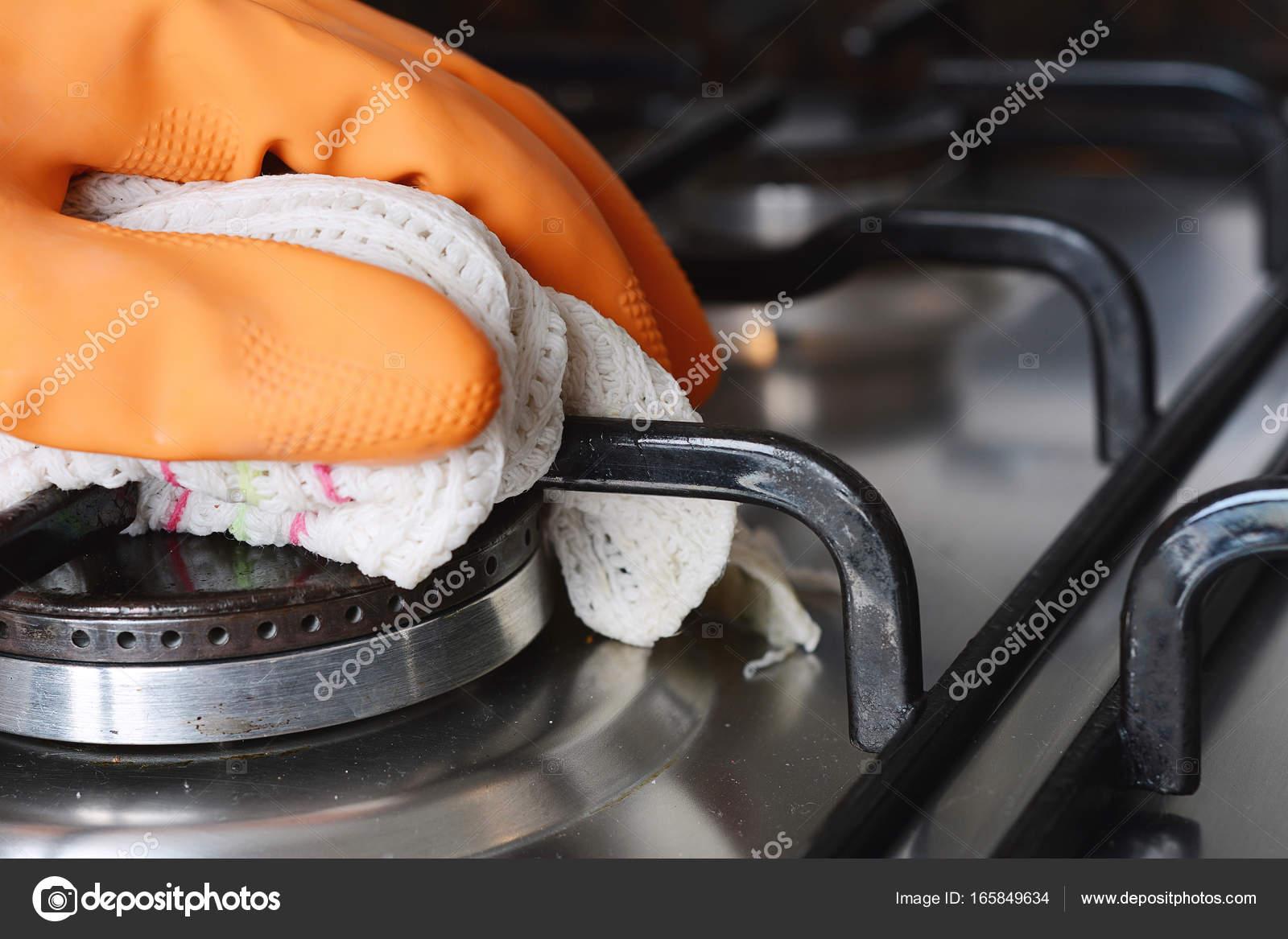 Nahaufnahme Der Hande In Gummihandschuhe Kochfeld Reinigung