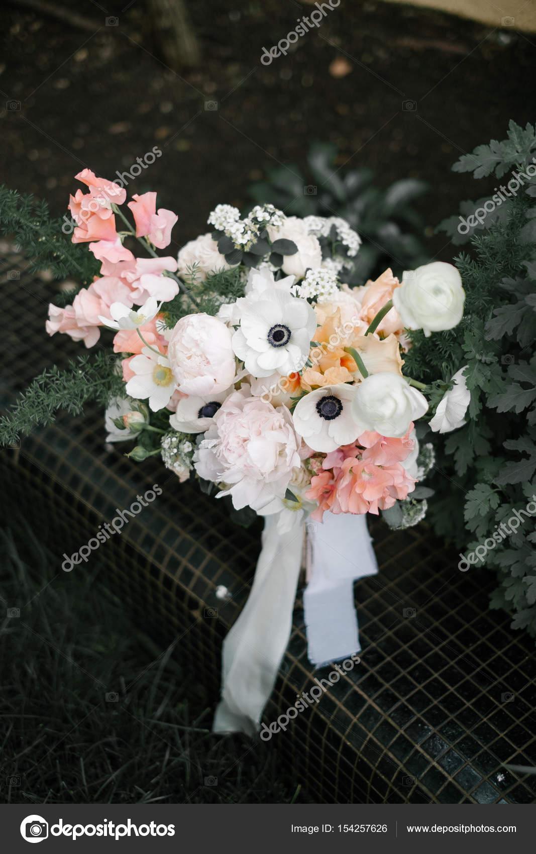 ραντεβού δίνοντας λουλούδια διαδικτυακές λέσχες γνωριμιών