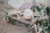 Svatební prostírání s dortem