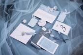 pohled svatební pozvánky, jmenovky a dekorace modrý hadřík