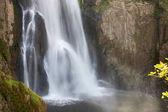 vodopád v hlubokém lese v Thajsku