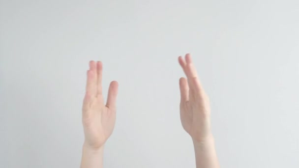 Ženy tleskají rukama