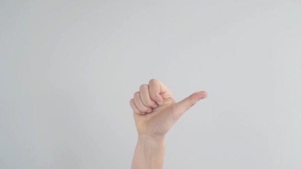 Žena je ruka ukazuje prsty jedna, dva, tři