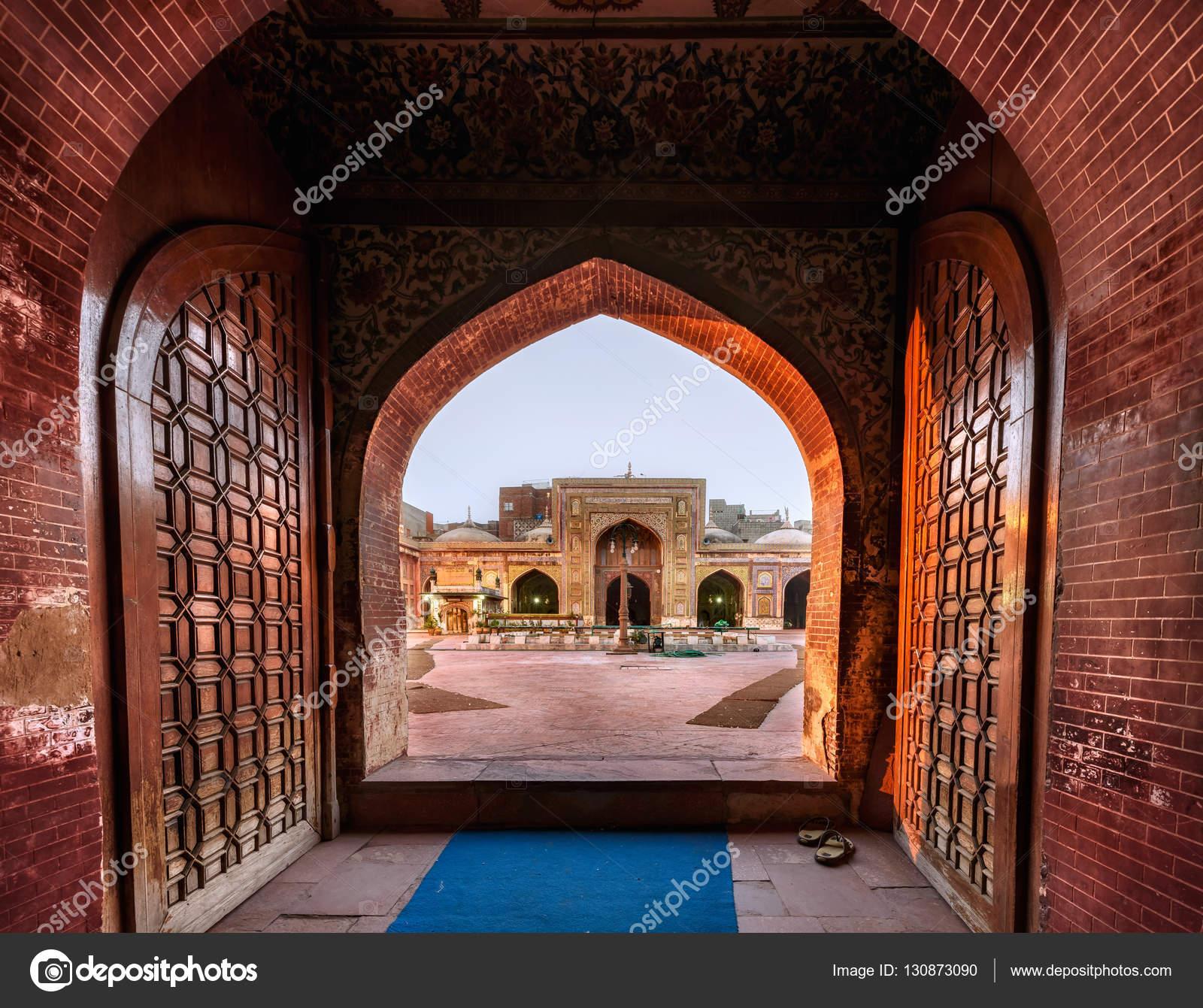 Entrance door Masjid Wazir khan Lahore Pakistan \u2014 Stock Photo & Entrance door Masjid Wazir khan Lahore Pakistan \u2014 Stock Photo ...