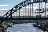 Fotografie Gateshead Millennium bridge and Tyne bridge over River Tyne in Newcastle, England.