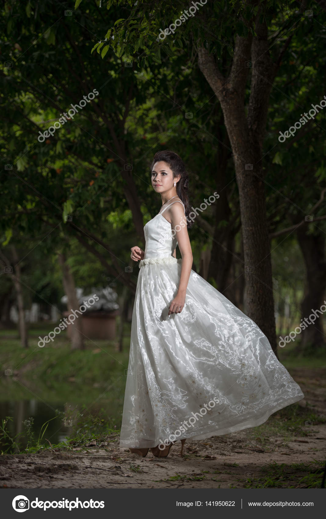 Asian Girl in wedding dress in the forest — Stock Photo ...