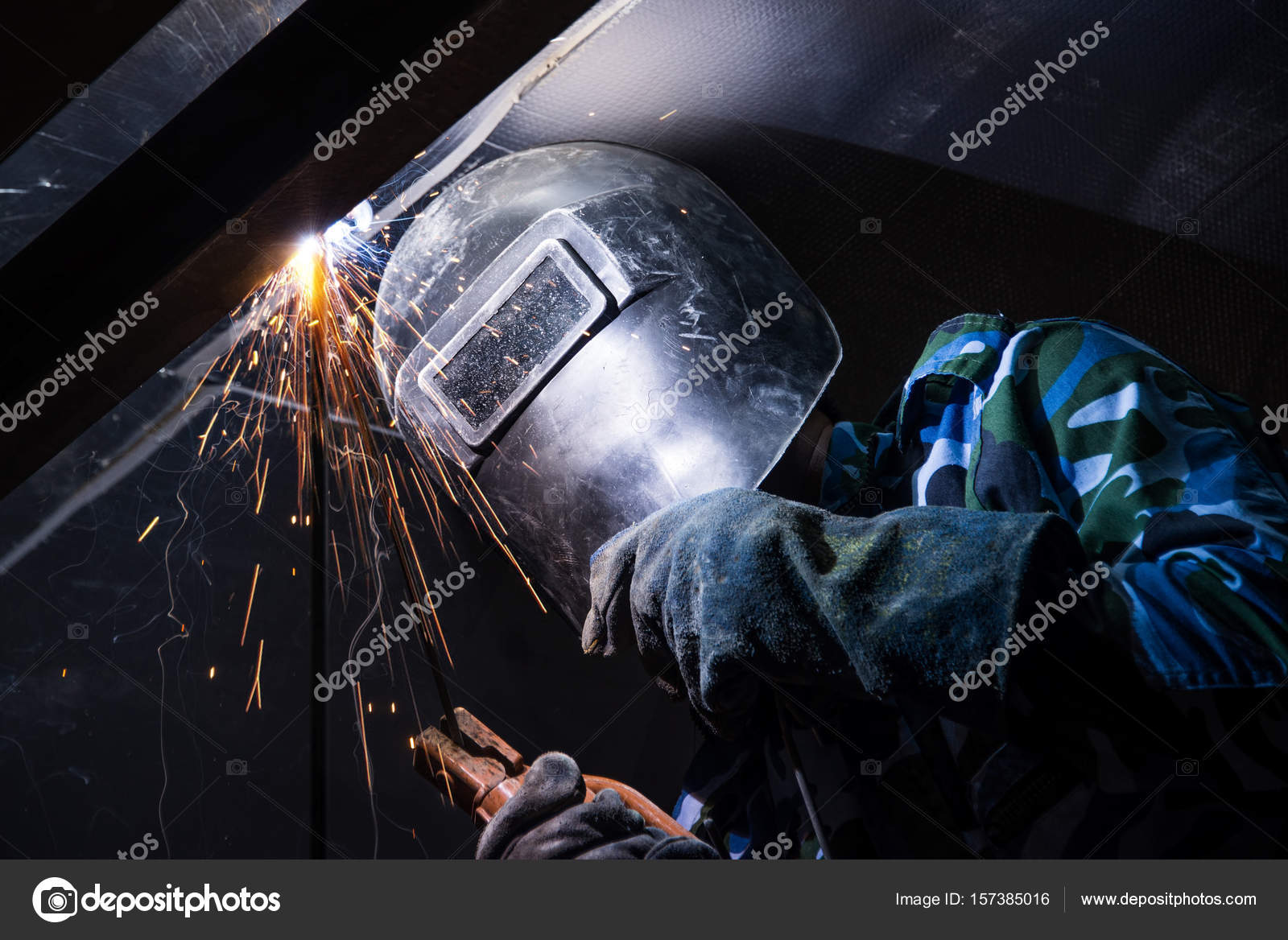 Arc welding of a steel in construction site — Stock Photo