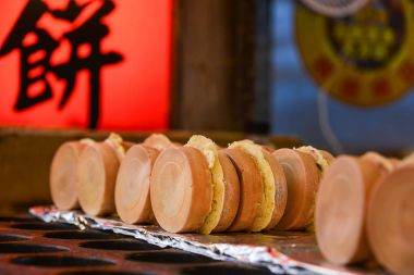 The snack of wheel shaped cakes in Taiwan