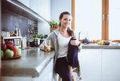 Frau in der Küche. Kochen in der Küche