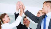 Obchodní tým ruce společně stojící v úřadu