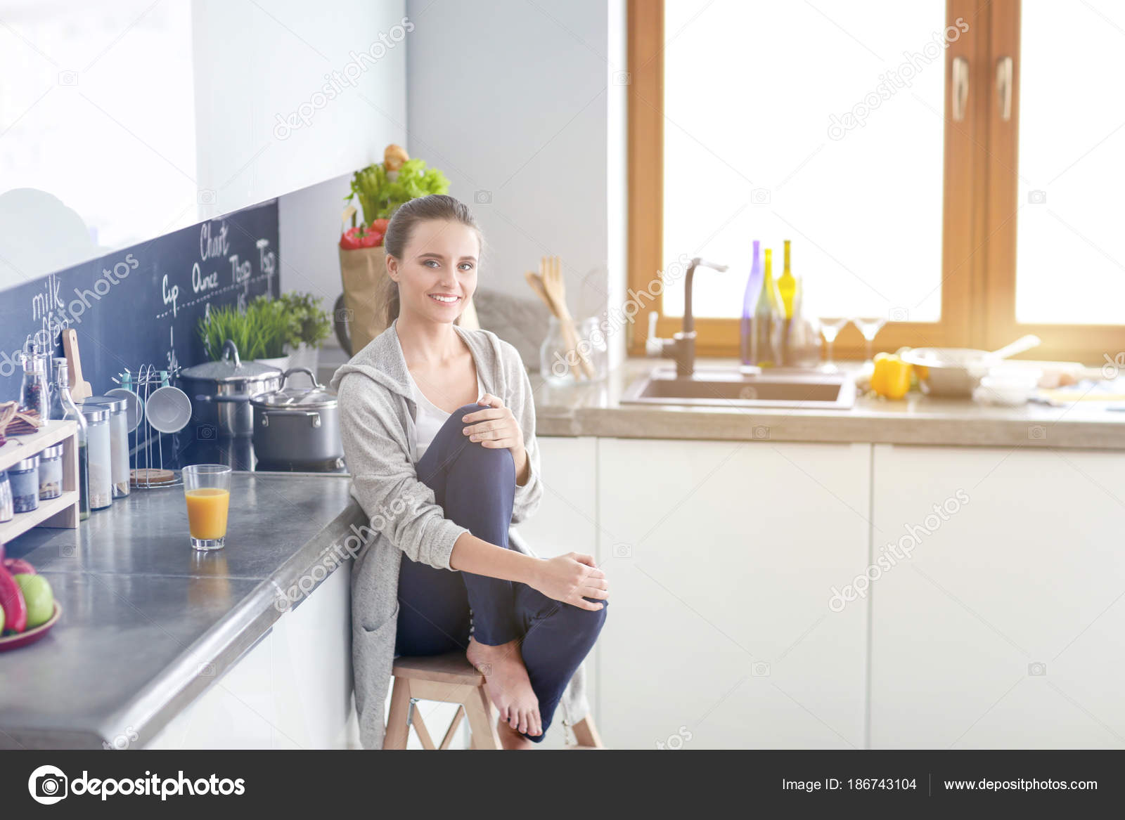 Woman in the kitchen. Cooking at kitchen. — Stock Photo ...