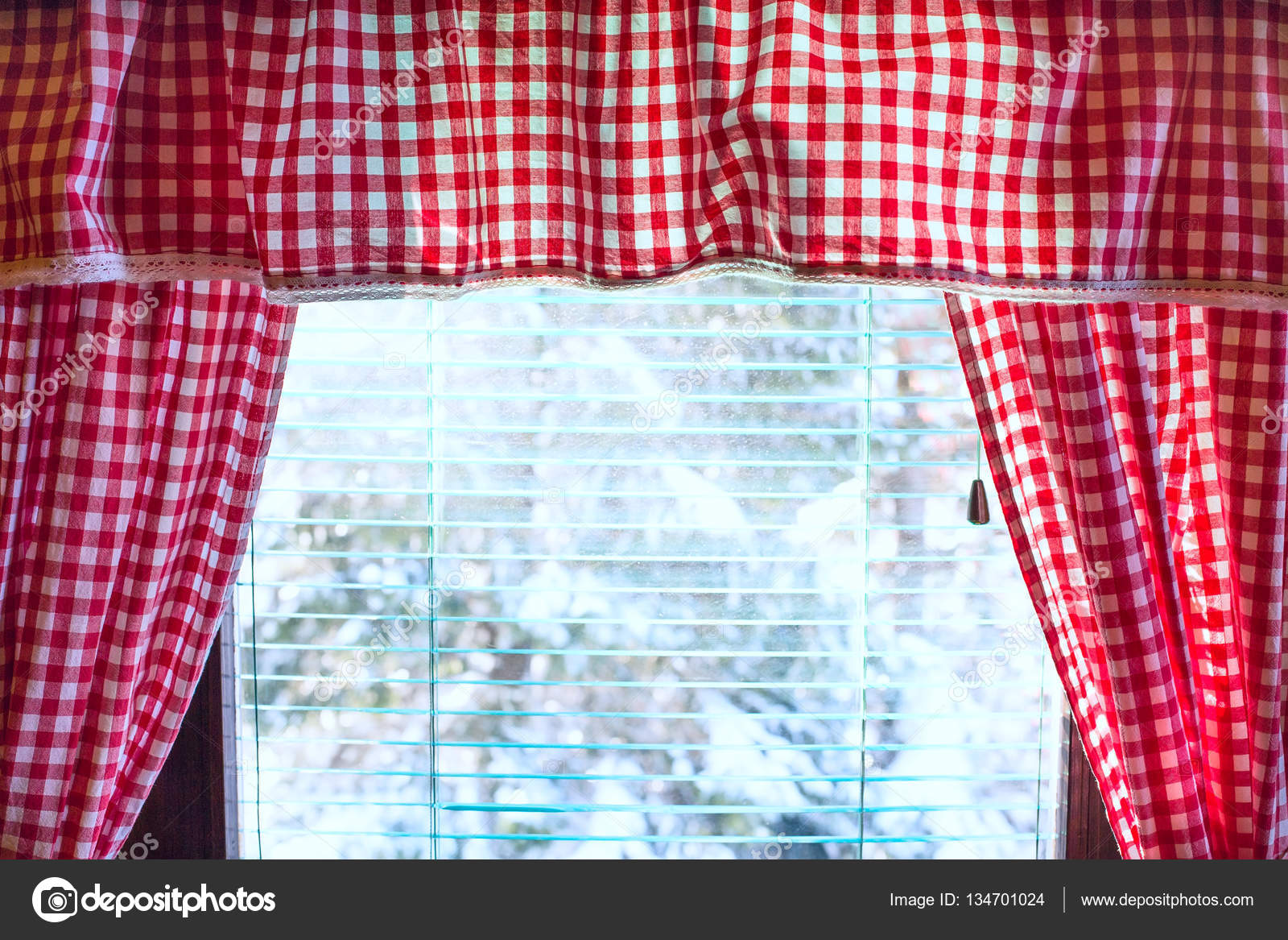 https://st3.depositphotos.com/3200701/13470/i/1600/depositphotos_134701024-stockafbeelding-achtergrond-met-rode-en-witte.jpg