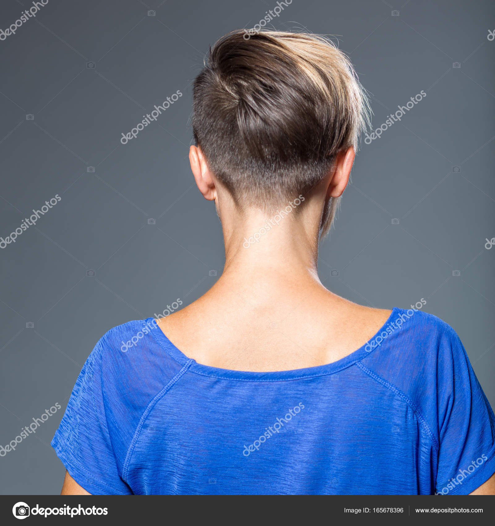 Corte De Pelo Peinado Mujer Con Pelo Corto Foto De Stock - Corte-de-pelo-por-detrs