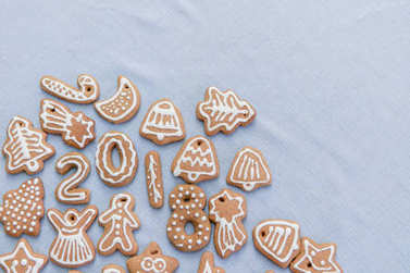 Flat lay of christmas ginger bread and 2018 numbers over pastel blue background table cloth