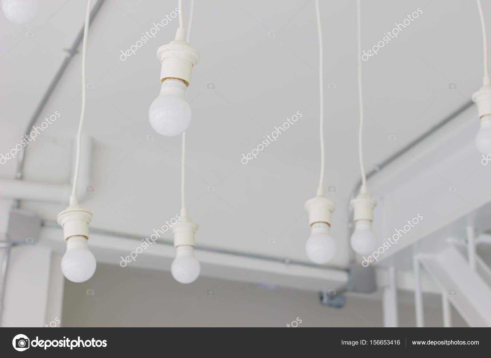 Plafoniere Con Telecamera : Plafoniera con sfondo bianco in casa durante il giorno u foto