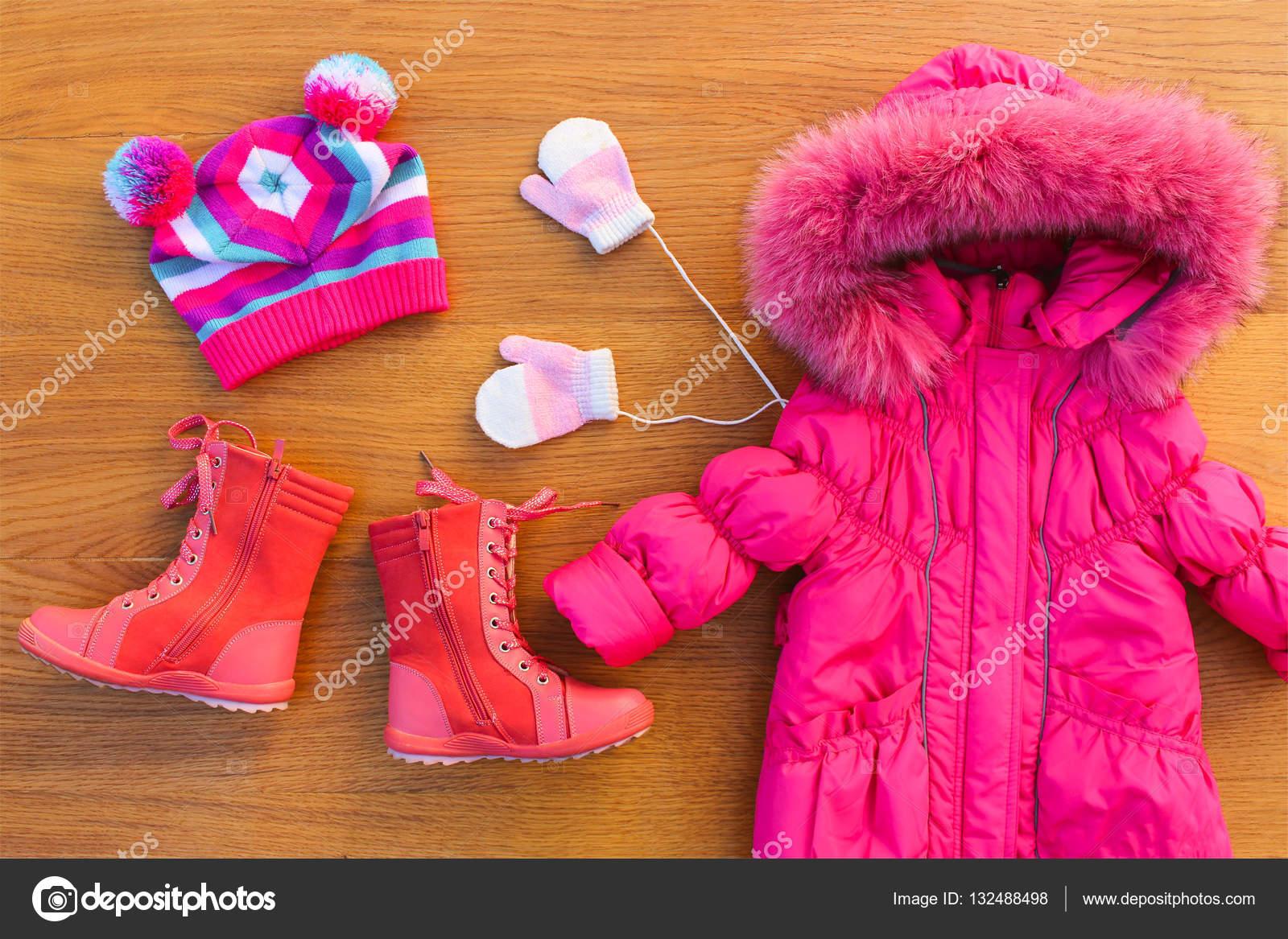 Ropa de invierno para niños: cálida chaqueta rosa, sombrero, guantes ...