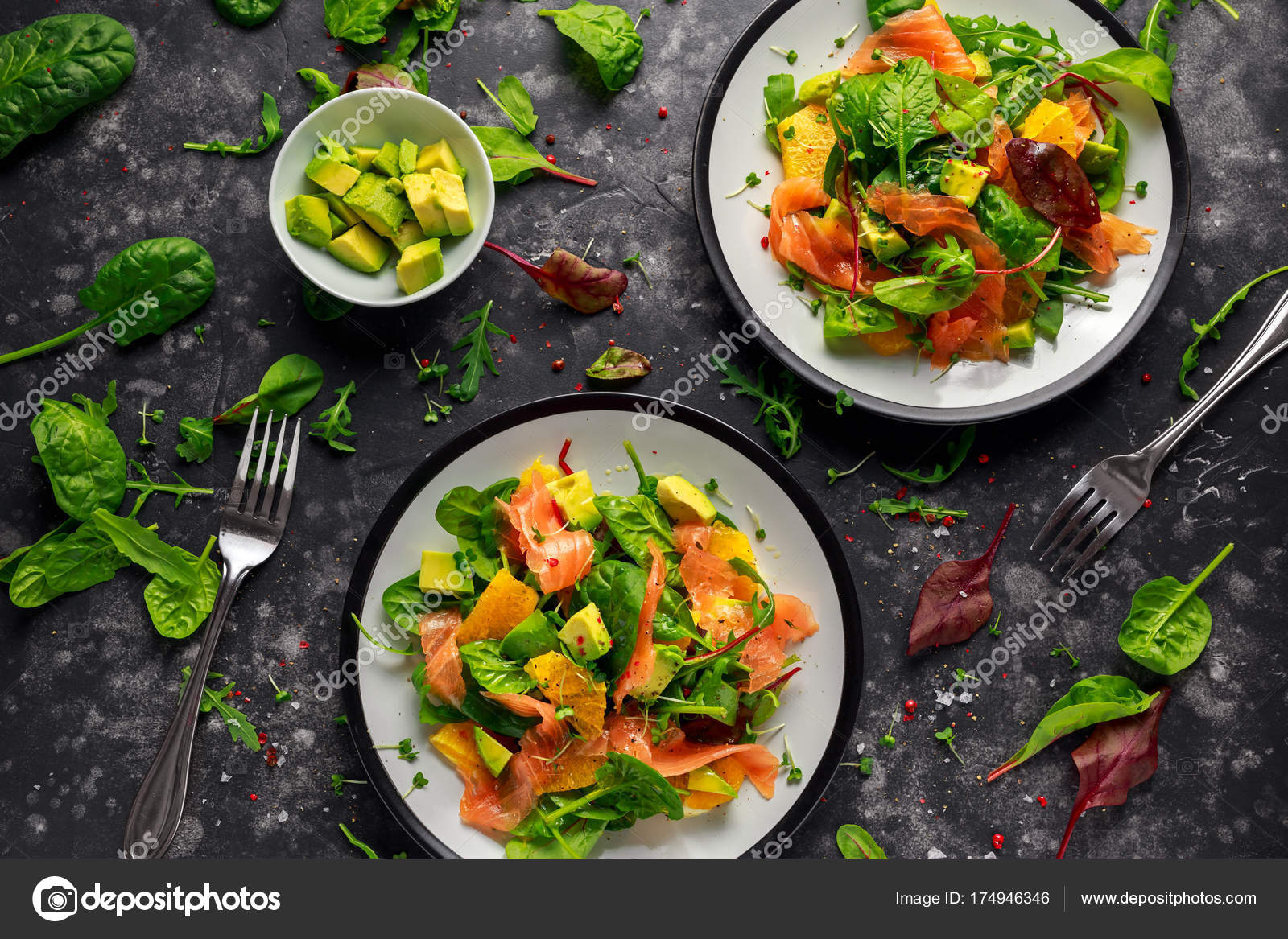 frischer lachs salat mit avocado orange und gr ne gem se stockfoto funandrejs. Black Bedroom Furniture Sets. Home Design Ideas