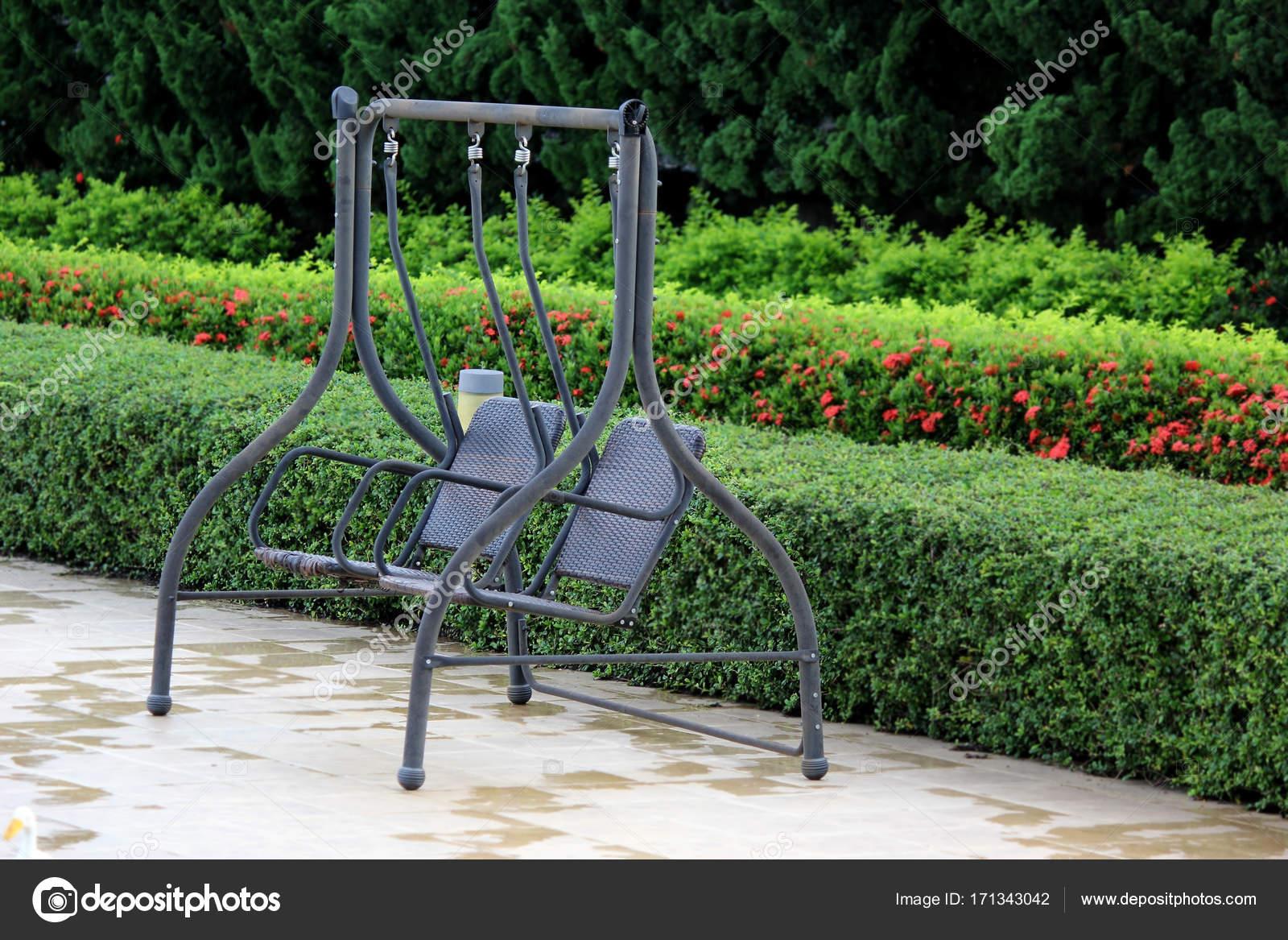 Lieblich Entspannt Nach Hause Garten Mit Einer Veranda Schaukel U2014 Stockfoto
