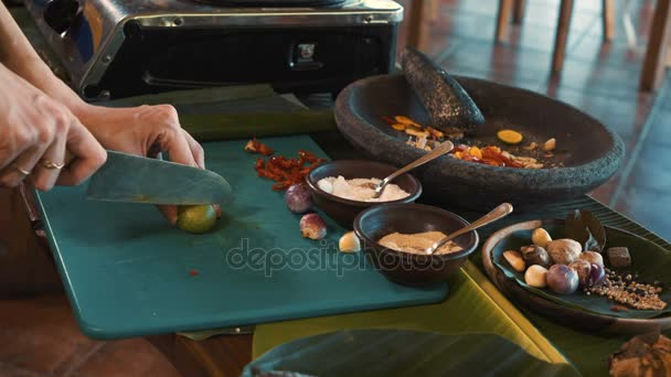 Balinese cooking class, cutting lime
