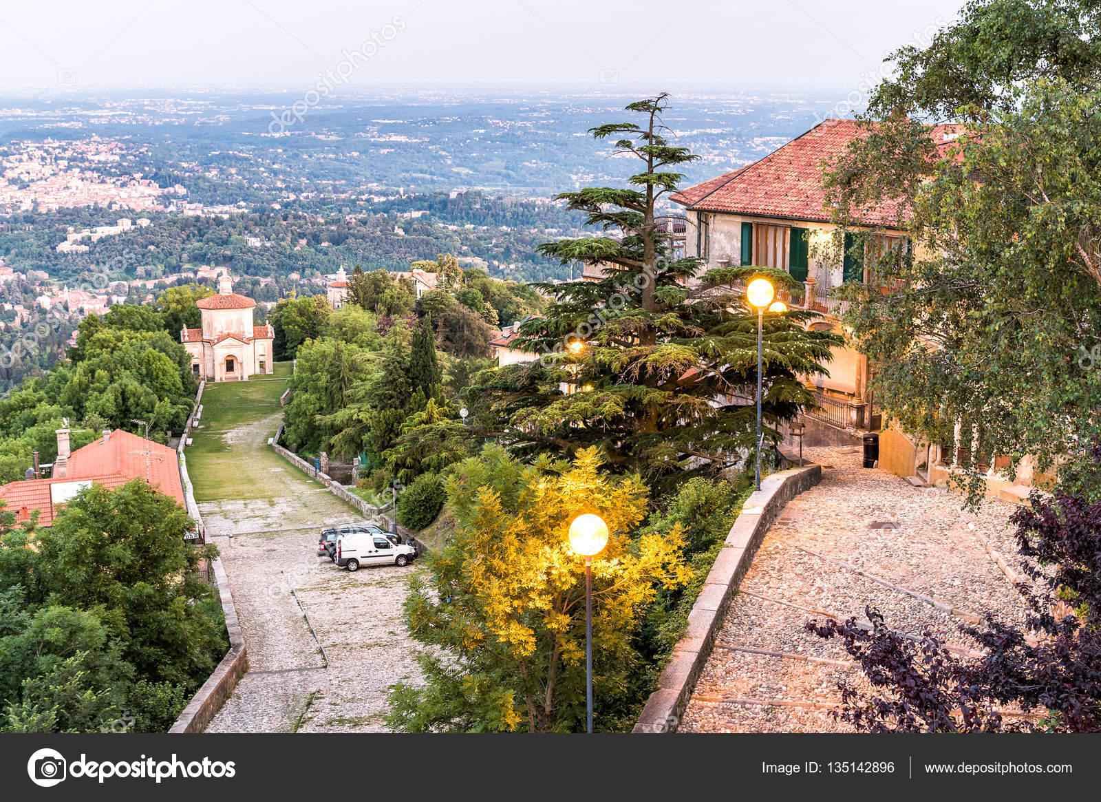 Sacro monte van Varese, Italië — Stockfoto © elesi #135142896
