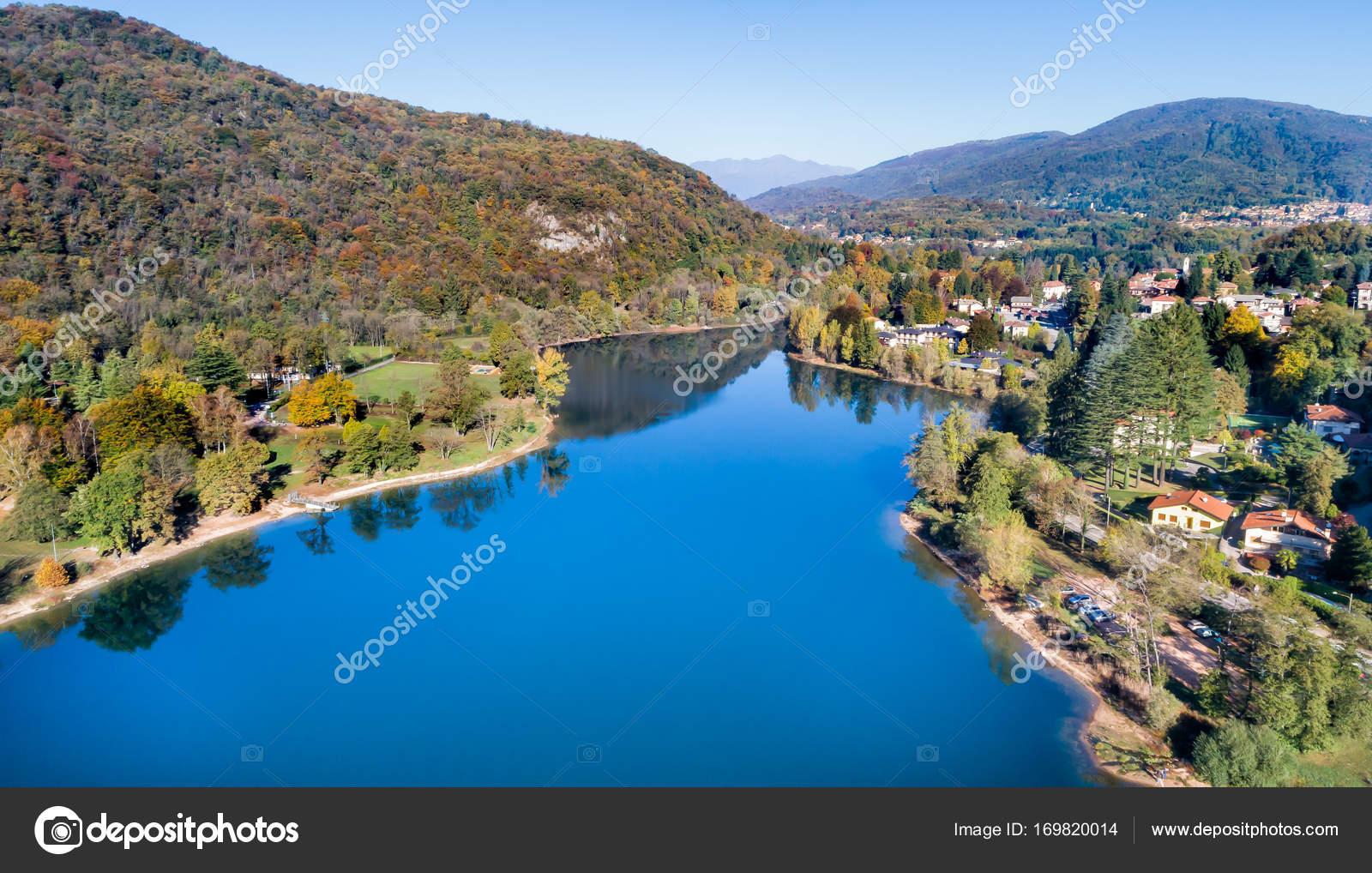 Varese Italien landschaft des ghirla see im herbst aerial view provinz varese
