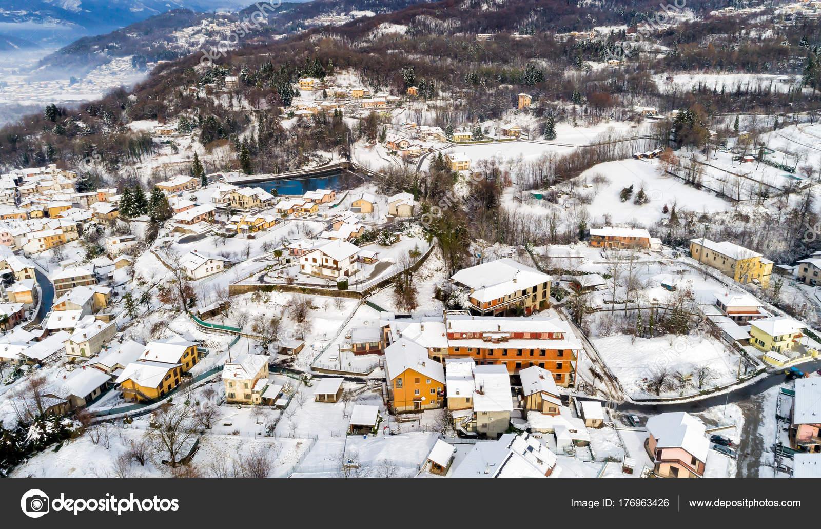 フェレラ ヴァレーゼの冬の風景...