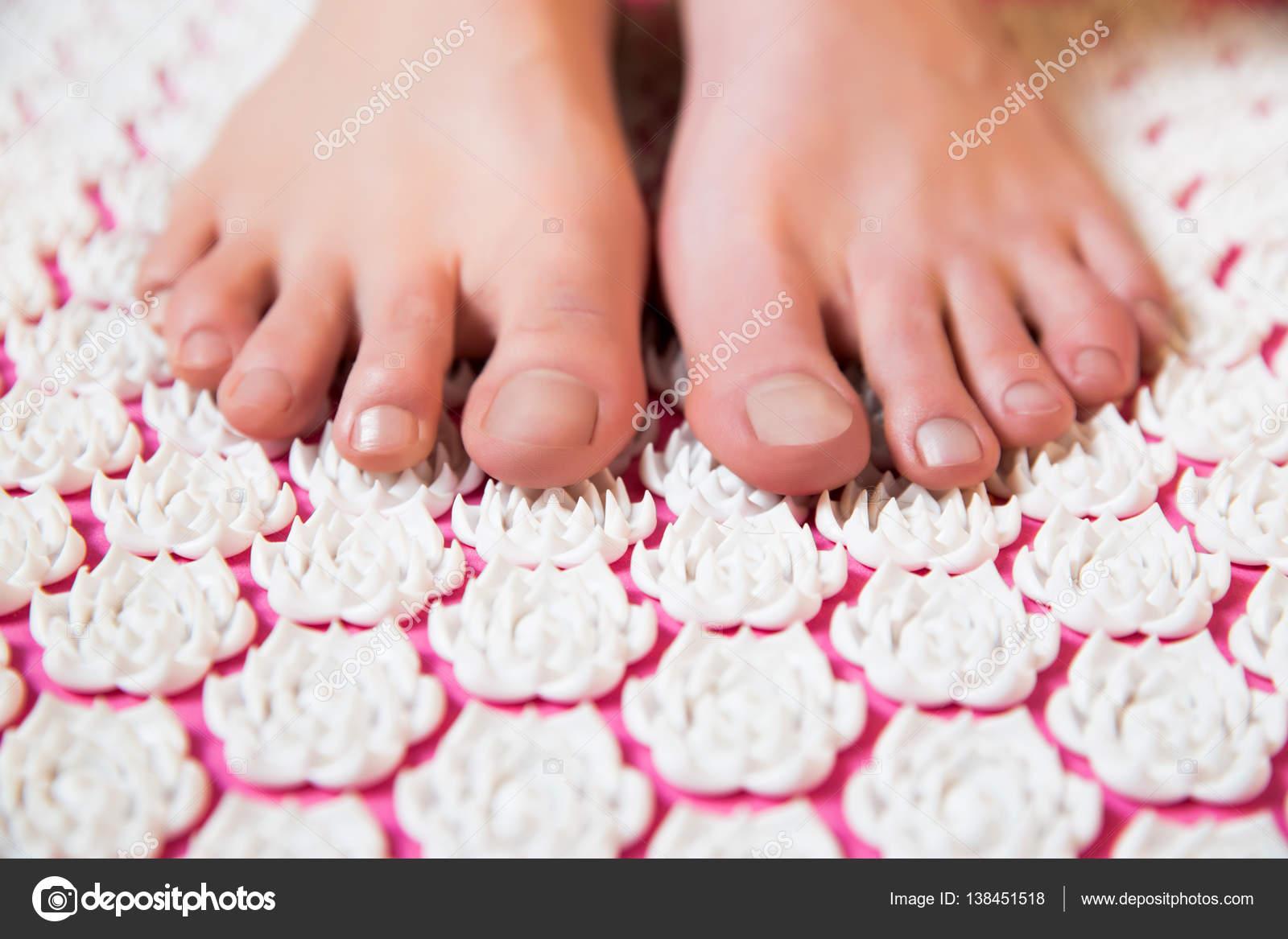 spikmatta för fötter