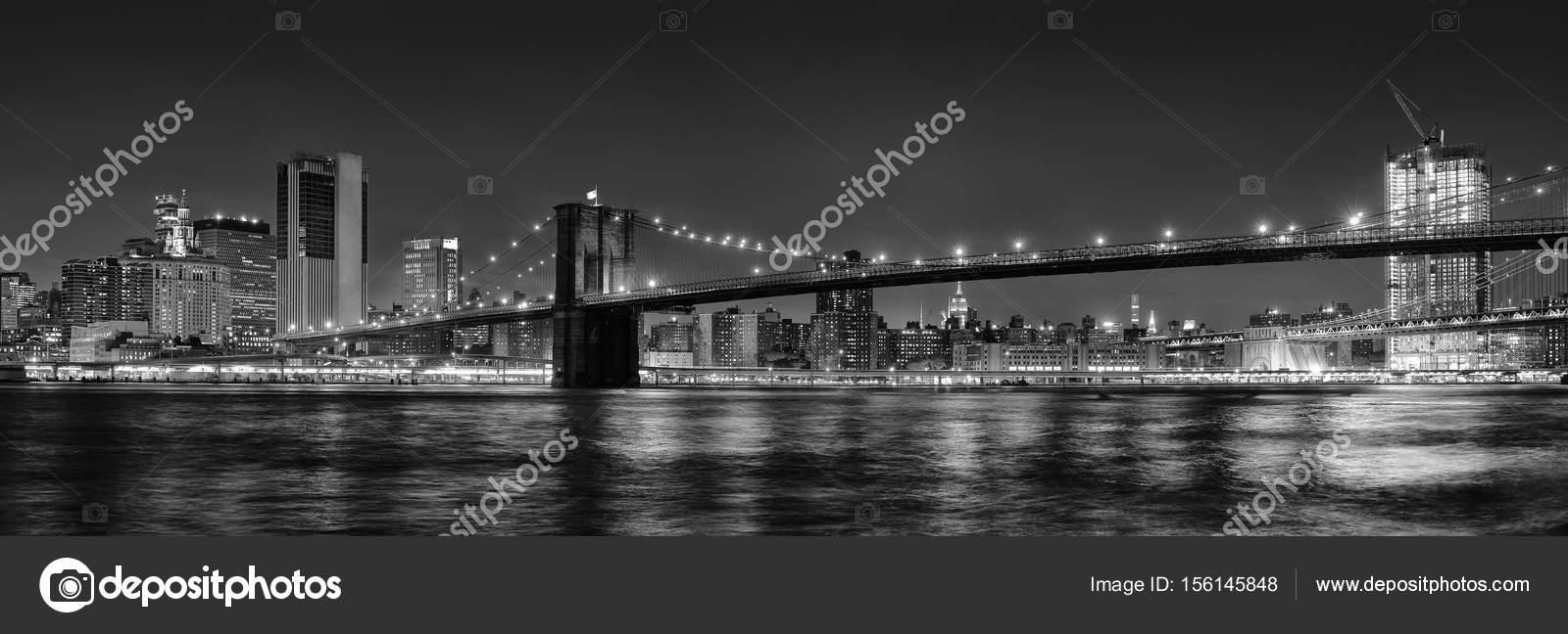 schwarz wei panorama foto von brooklyn bridge bei nacht new york stockfoto. Black Bedroom Furniture Sets. Home Design Ideas