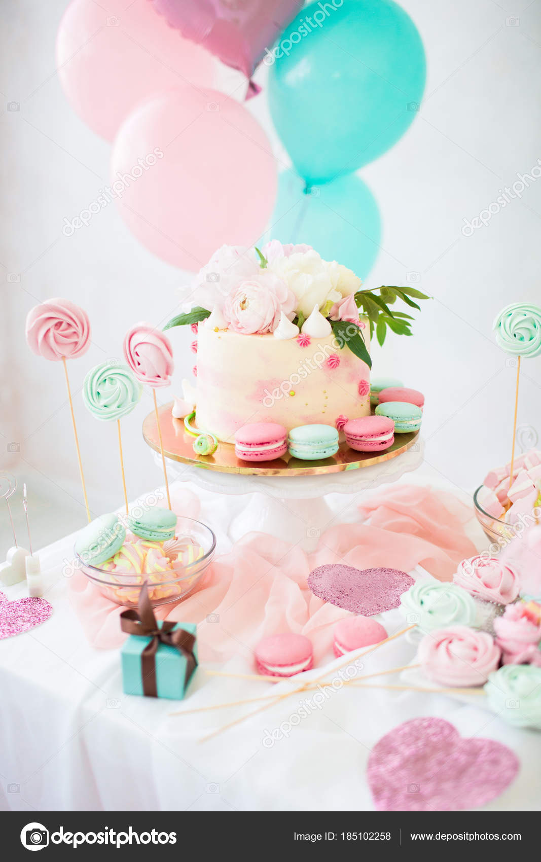 Pink Cake With Fresh Flowers White Wedding Cake Colored Cupcakes