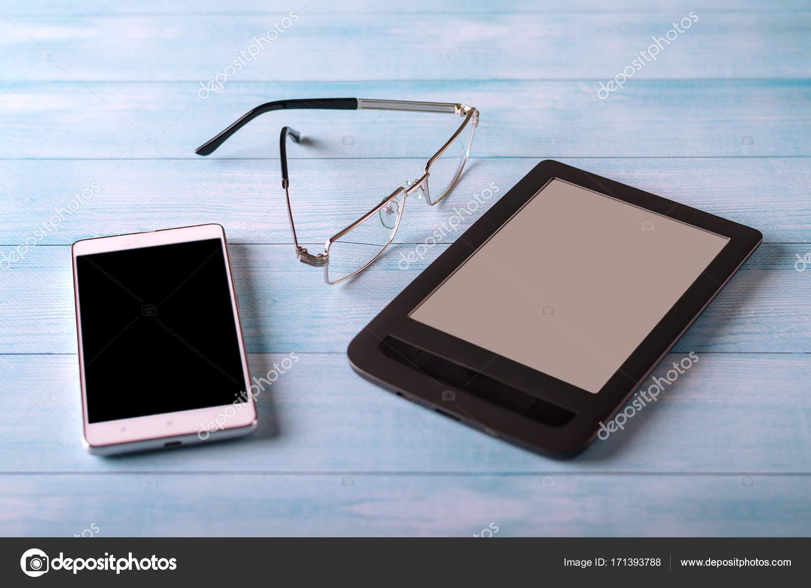 Ufficio Mobile Legno : Tavolo da ufficio mobile tablet e vetri con lo spazio della