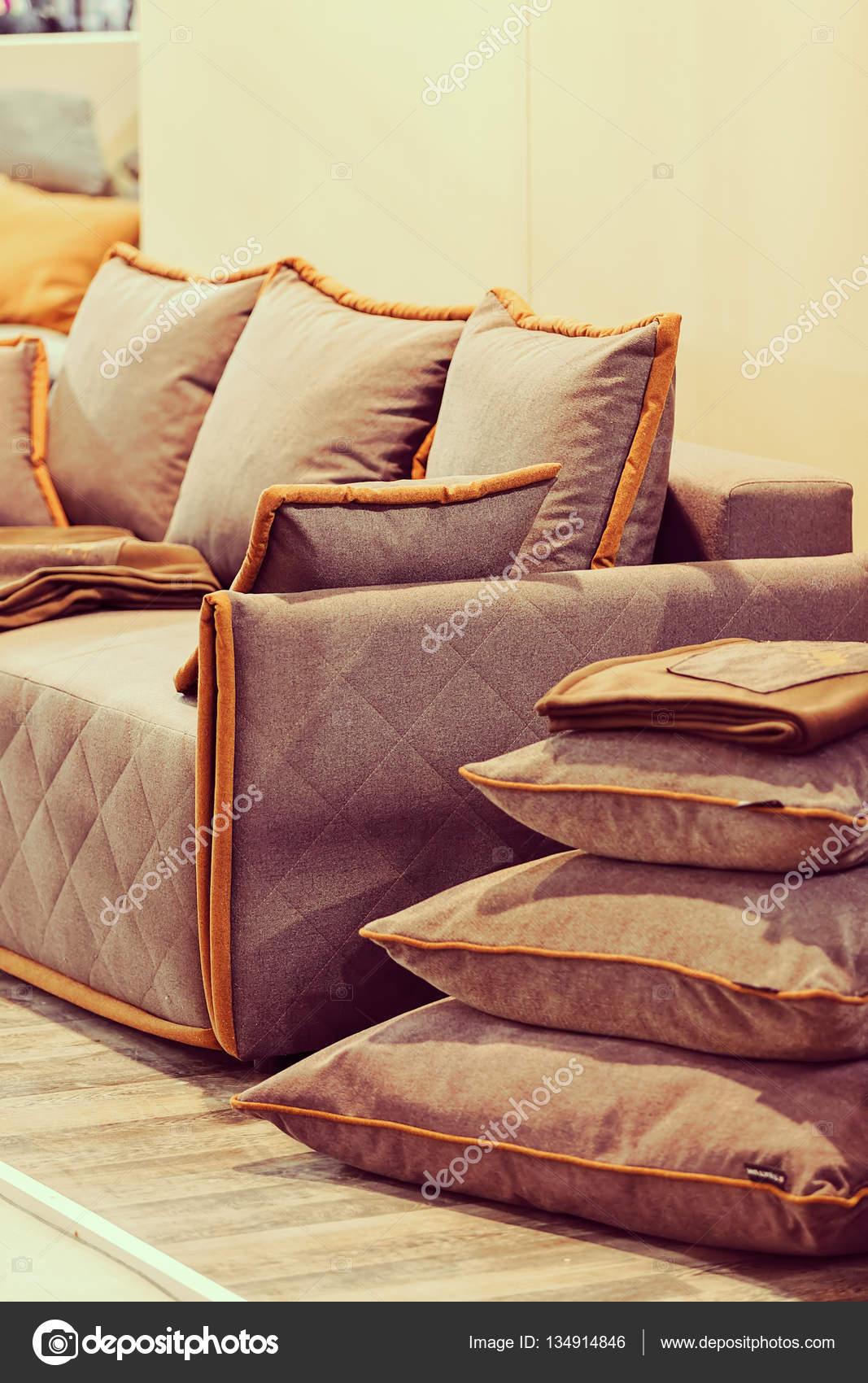 Modern Sofa Living Room Note Shallow Depth Field U2014 Stock Photo