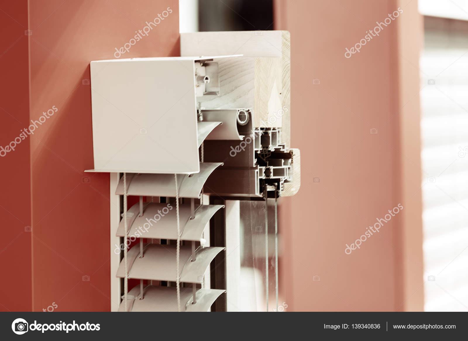 Aluminium-Fensterrahmen mit Fensterläden — Stockfoto ...