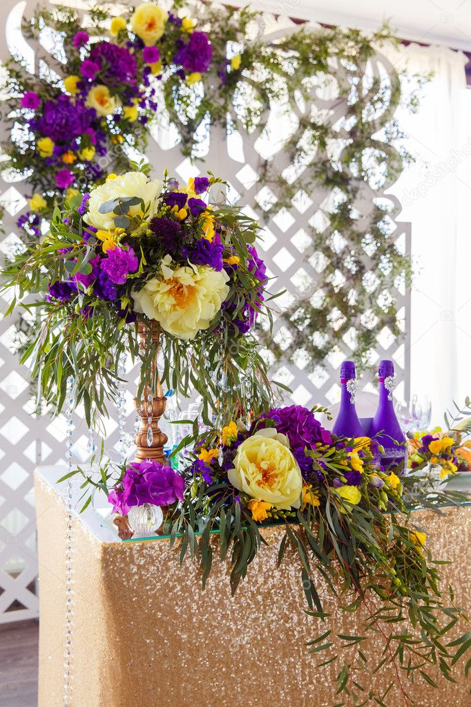 Floral Arrangement To Decorate Wedding Table In Purple Color Th