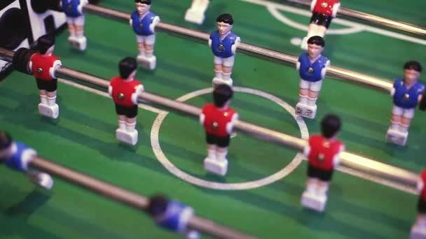 Lidé hrající stolní fotbal