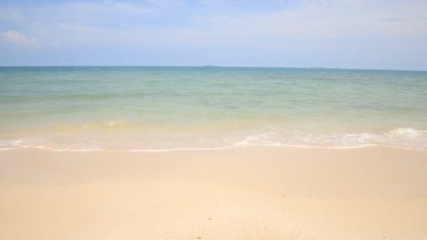 Gyönyörű tenger és kék ég az Andamán-tengerre, Thaiföld