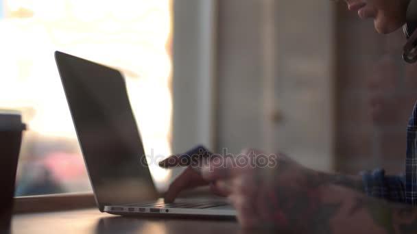 csípő vásárlás online zene-ra laptop