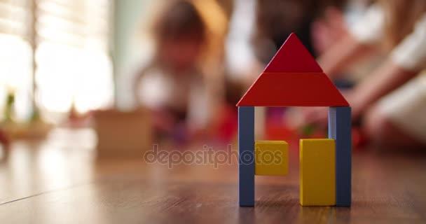 dřevěná hračka srubu