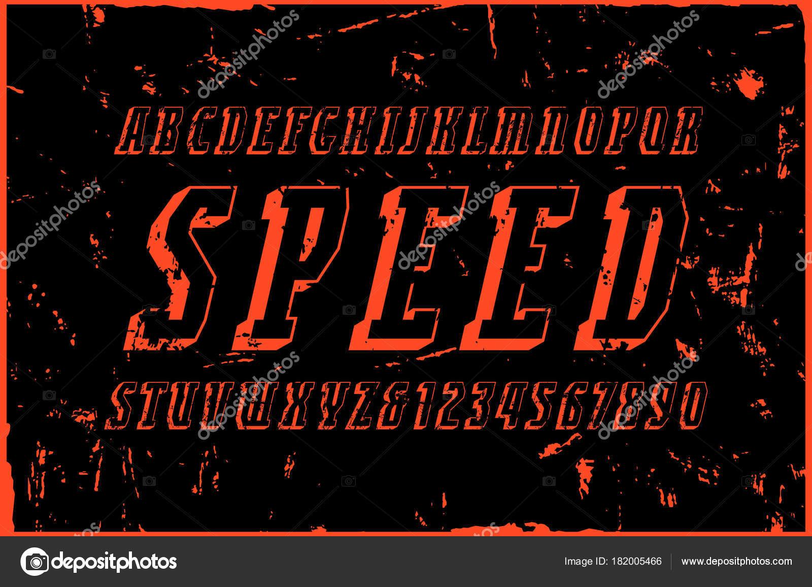 0a6ef2ef6 Itálico estreitas fonte com serifa em massa no estilo de esporte. Letras e  números com textura áspera para design de logotipo e emblema — Vetor de ...