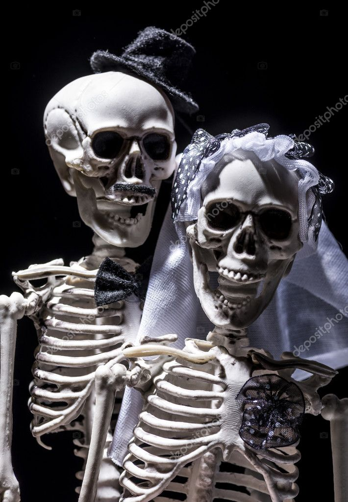 Skeleton bride and groom Stock Photo casarda 127970526