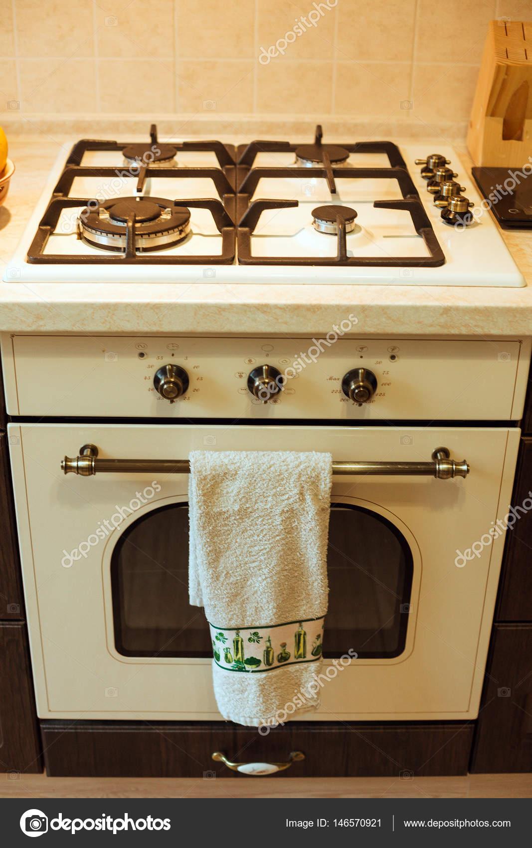 Gasherd in der Küche — Stockfoto © Selenittt #146570921