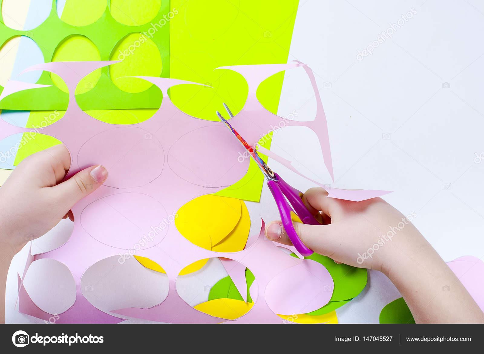 Reihe Von Papier Eiern Basteln Mit Kindern Stockfoto