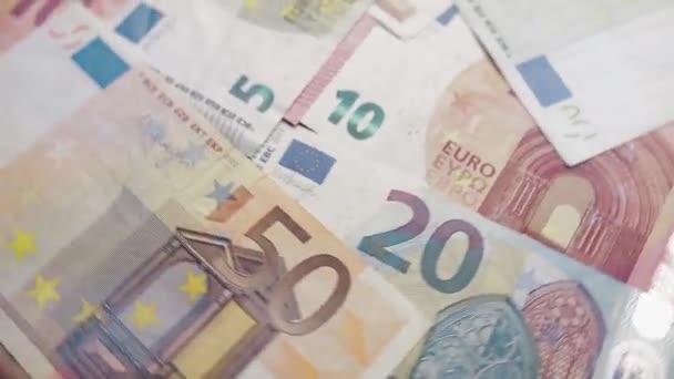 Eurobankovky se točí nebo točí. Bohatství, krize, investice, úspěch nebo podnikatelský koncept.