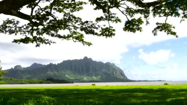 Koolau hory pohledu přes Kaneohe Bay na návětrné Oahu, Havaj